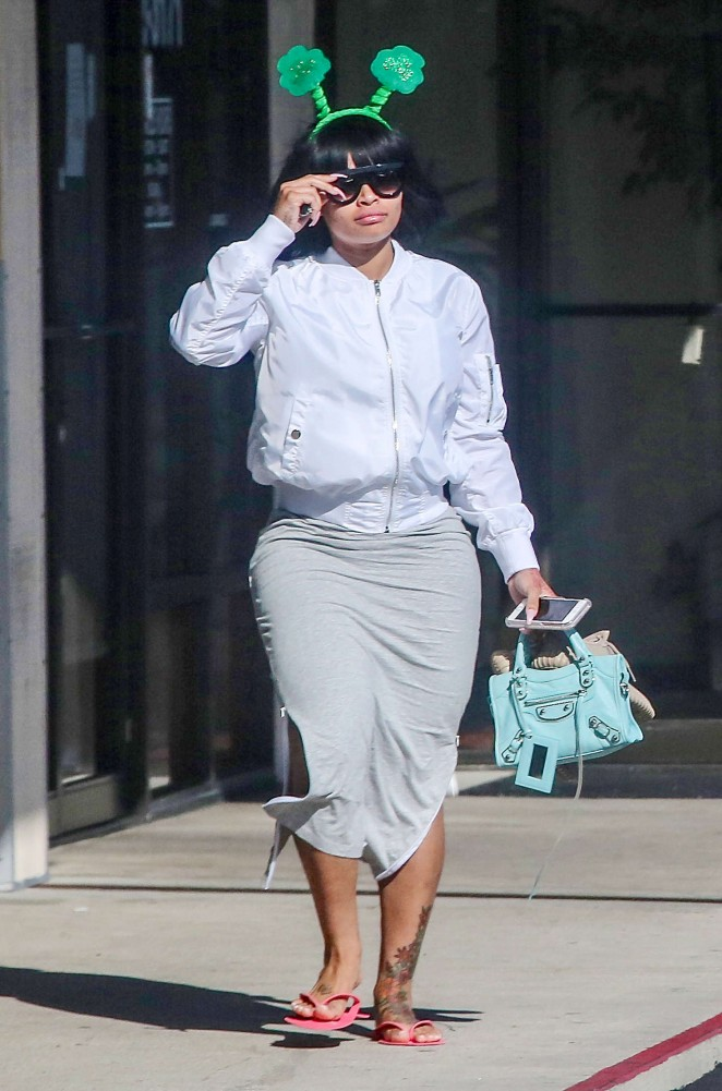 Blac Chyna at a spa and nail salon in Los Angeles