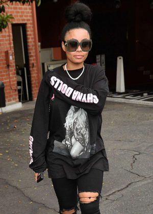 Blac Chyna in Black Jeans out for lunch in Los Angeles