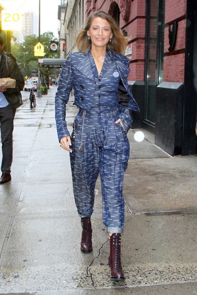 Blake Lively - Arrives at New York Fashion Week in NYC