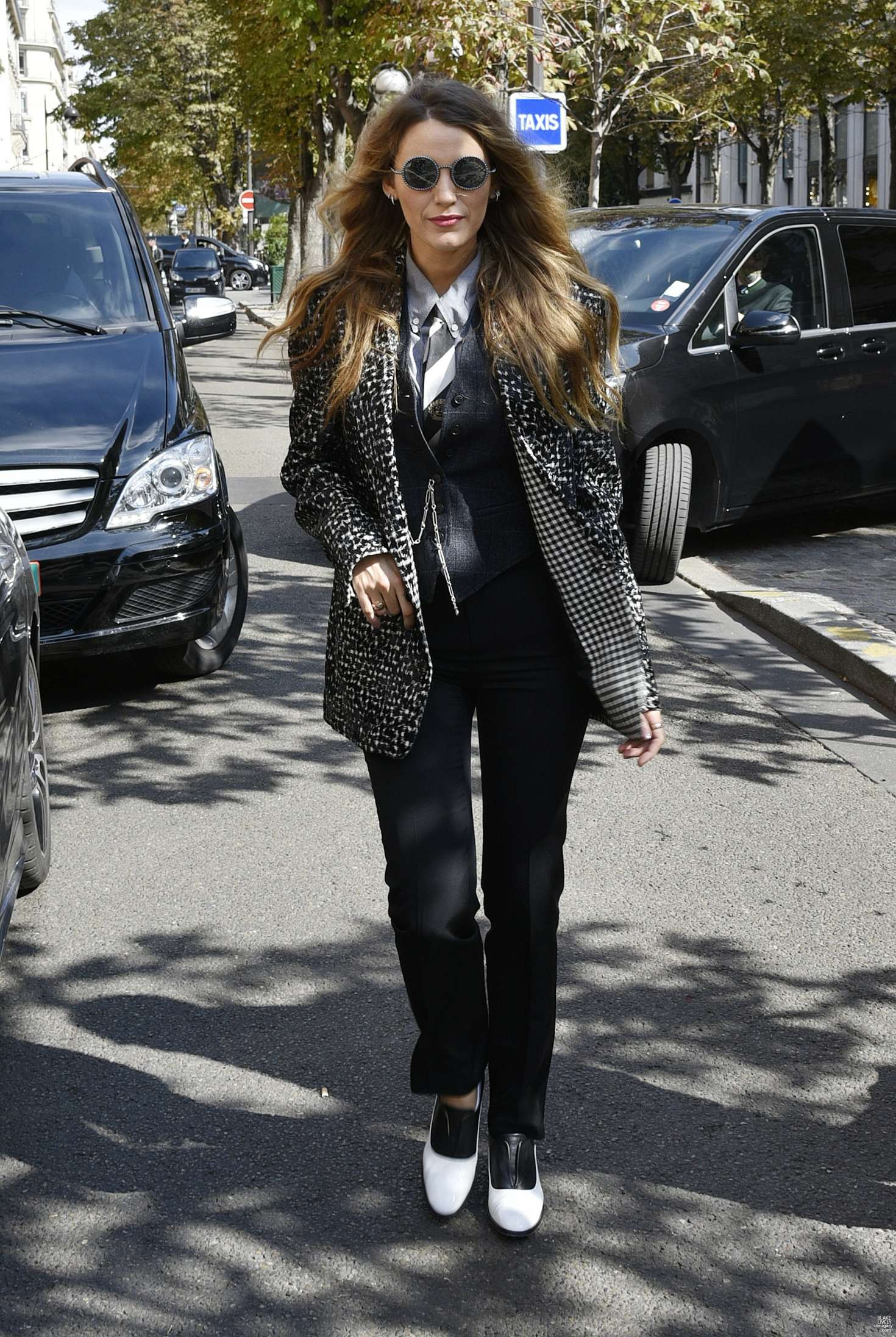 Blake Lively 2018 : Blake Lively: Arriving at her hotel in Paris -07