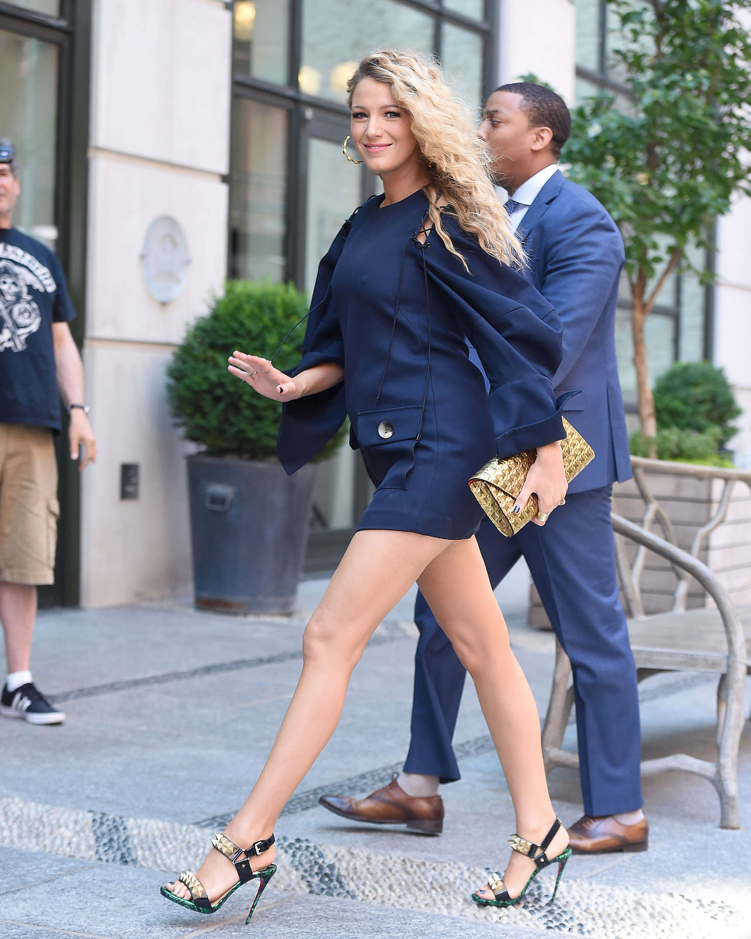 Blake Lively 2016 : Blake Lively in Short Blue Dress -01