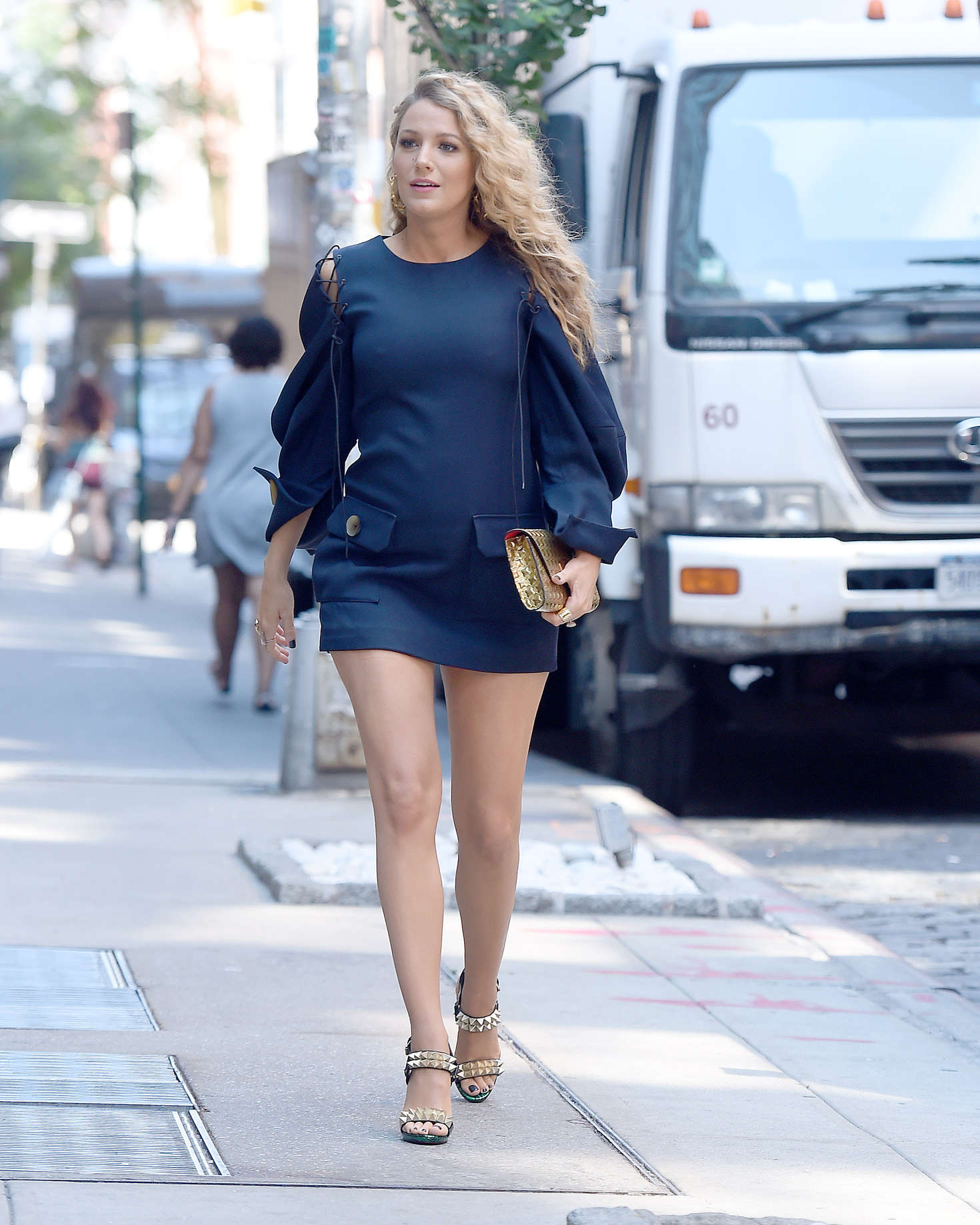 Blake Lively 2016 : Blake Lively in Short Blue Dress -10