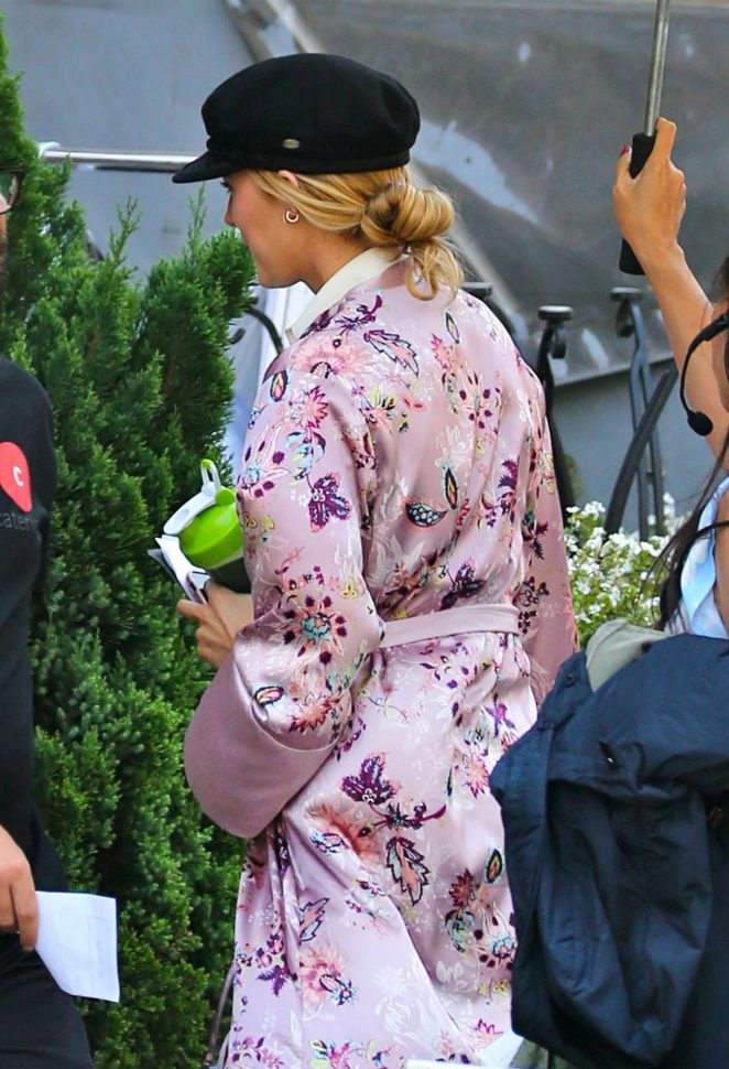 Blake Lively on the set of 'A Simple Favor' in Toronto