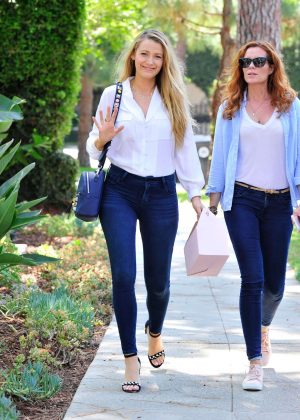 Blake Lively with her sister Robyn Lively in Long Island