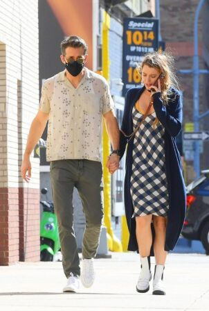 Blake Lively - With Ryan Reynolds take a stroll through Tribeca in New York City