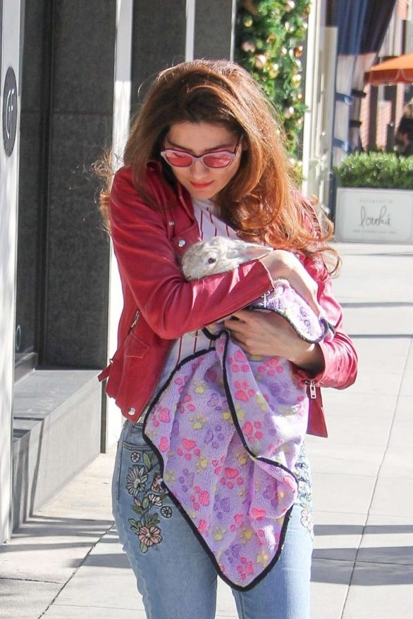 Blanca Blanco - Bring her bunny out to play in Beverly Hills