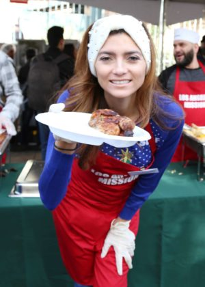 Blanca Blanco - Los Angeles Mission Serves Christmas to the Homeless in LA