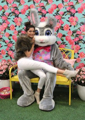 Blanca Blanco - Poses with the Easter Bunny in Los Angeles