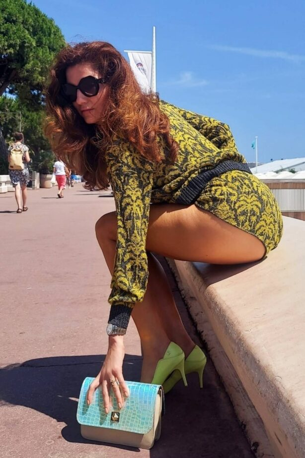 Blanca Blanco - Posing in Cannes