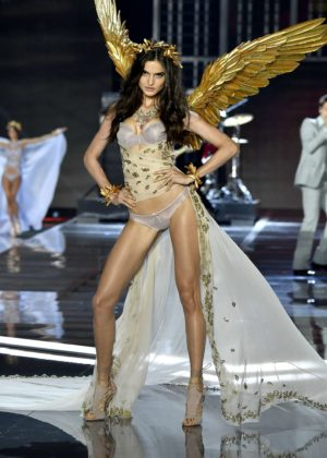 Blanca Padilla - 2017 Victoria's Secret Fashion Show Runway in Shanghai