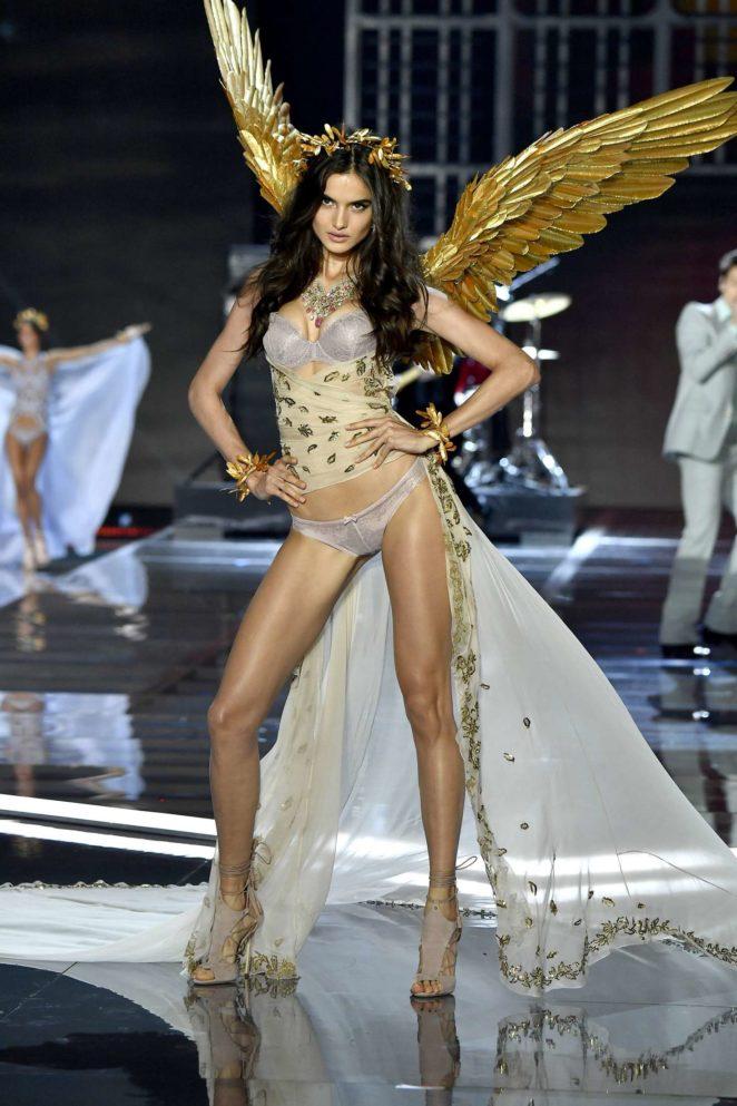 Victorias Secret Fashion Show Performers