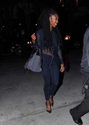Brandy Norwood goes to the Lakers game in Los Angeles