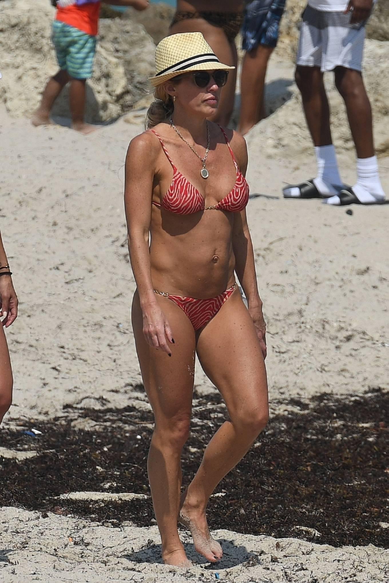 Braunwyn Windha-Burke 2021 : Braunwyn Windham-Burke – In a red bikini with Fernanda Rocha on the beach in Miami-03
