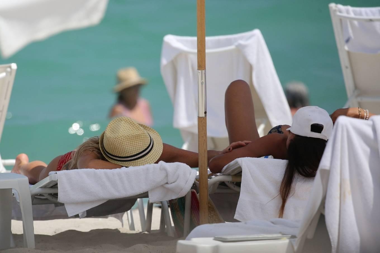Braunwyn Windha-Burke 2021 : Braunwyn Windham-Burke – In a red bikini with Fernanda Rocha on the beach in Miami-05