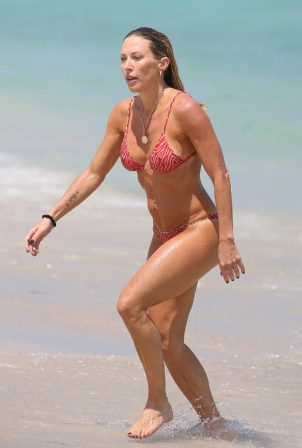 Braunwyn Windham-Burke - In a red bikini with Fernanda Rocha on the beach in Miami