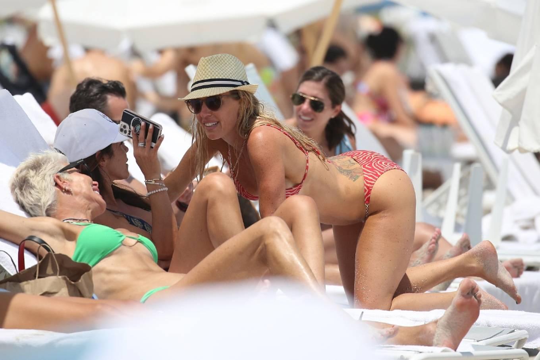 Braunwyn Windha-Burke 2021 : Braunwyn Windham-Burke – In a red bikini with Fernanda Rocha on the beach in Miami-33