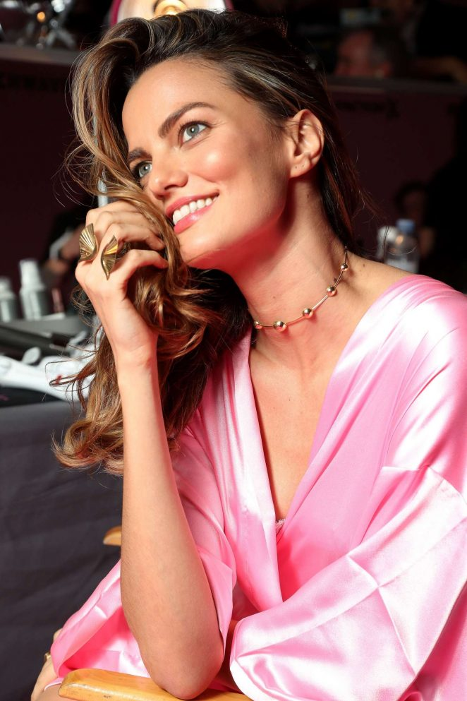 Bregje Heinen - Victoria's Secret Fashion Show Backstage 2016 in Paris