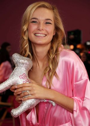 Bridget Malcolm - Victoria's Secret Fashion Show Backstage 2016 in Paris