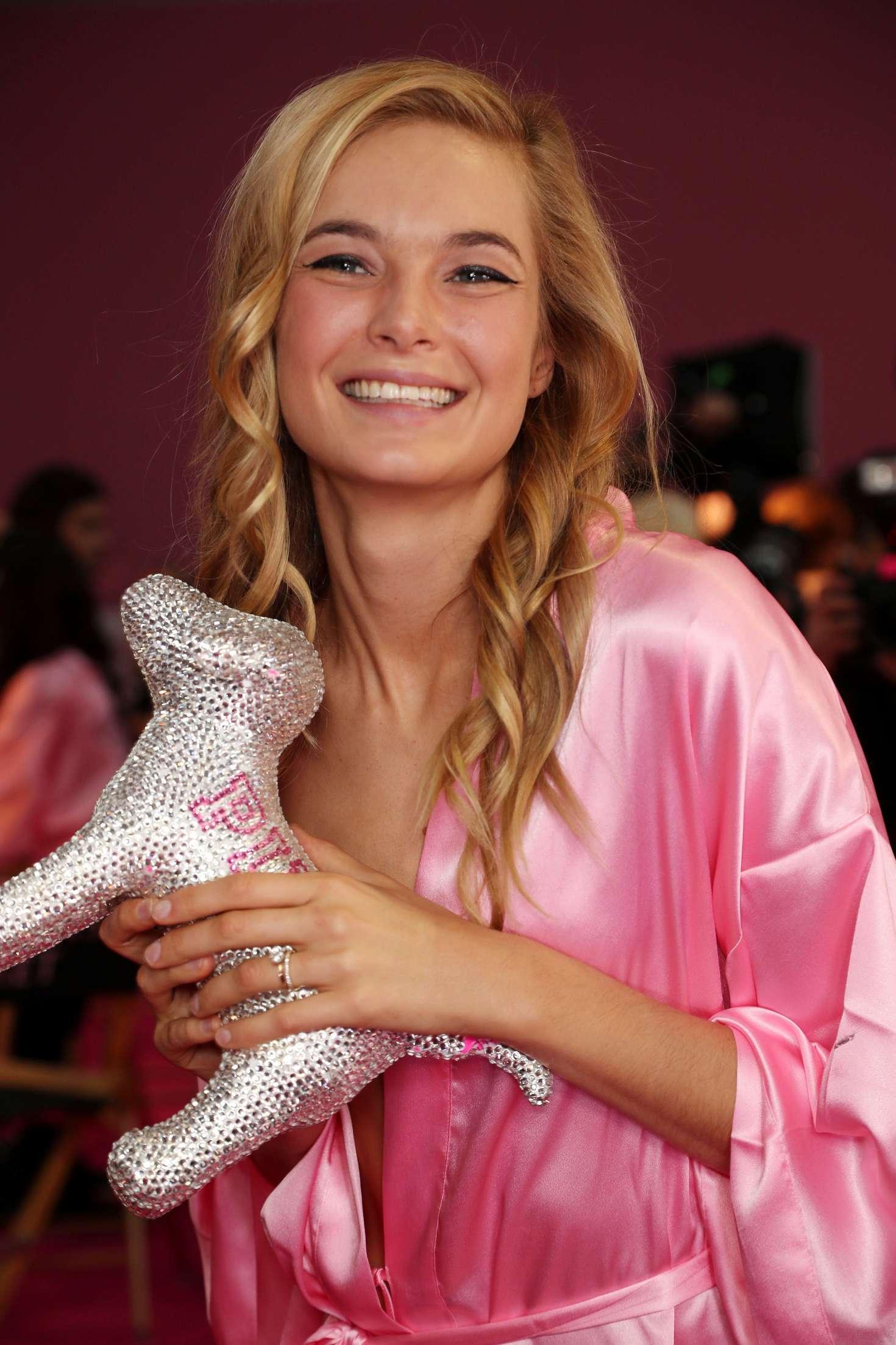 Bridget Malcolm - Victoria's Secret Fashion Show Backstage 2016 in Paris