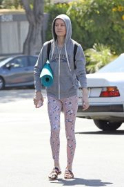 Brie Larson - Heads to a yoga class in Los Angeles