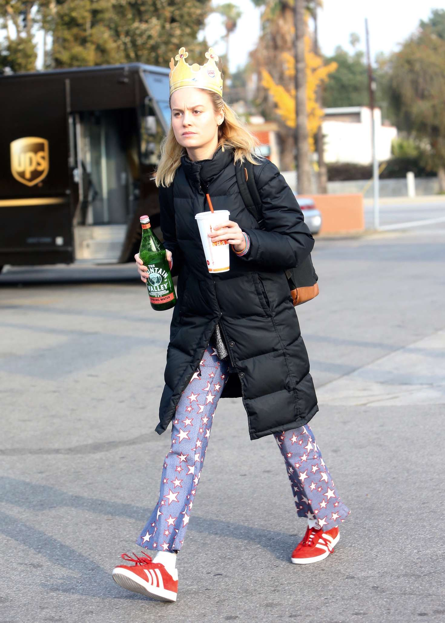Brie-Larson-on-a-movie-set-in-Los-Angele