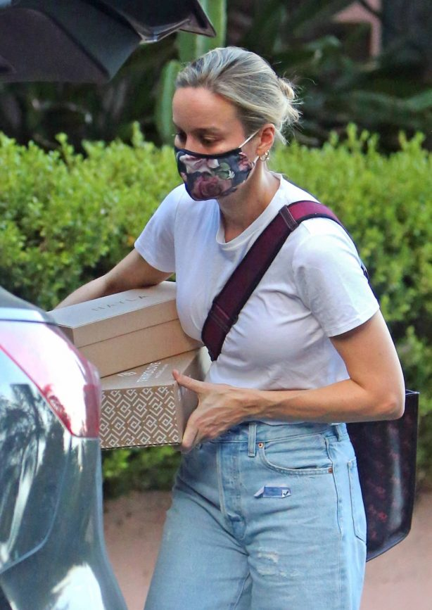 Brie Larson - Pictured leaving a celebrity stylist's home in Los Angeles
