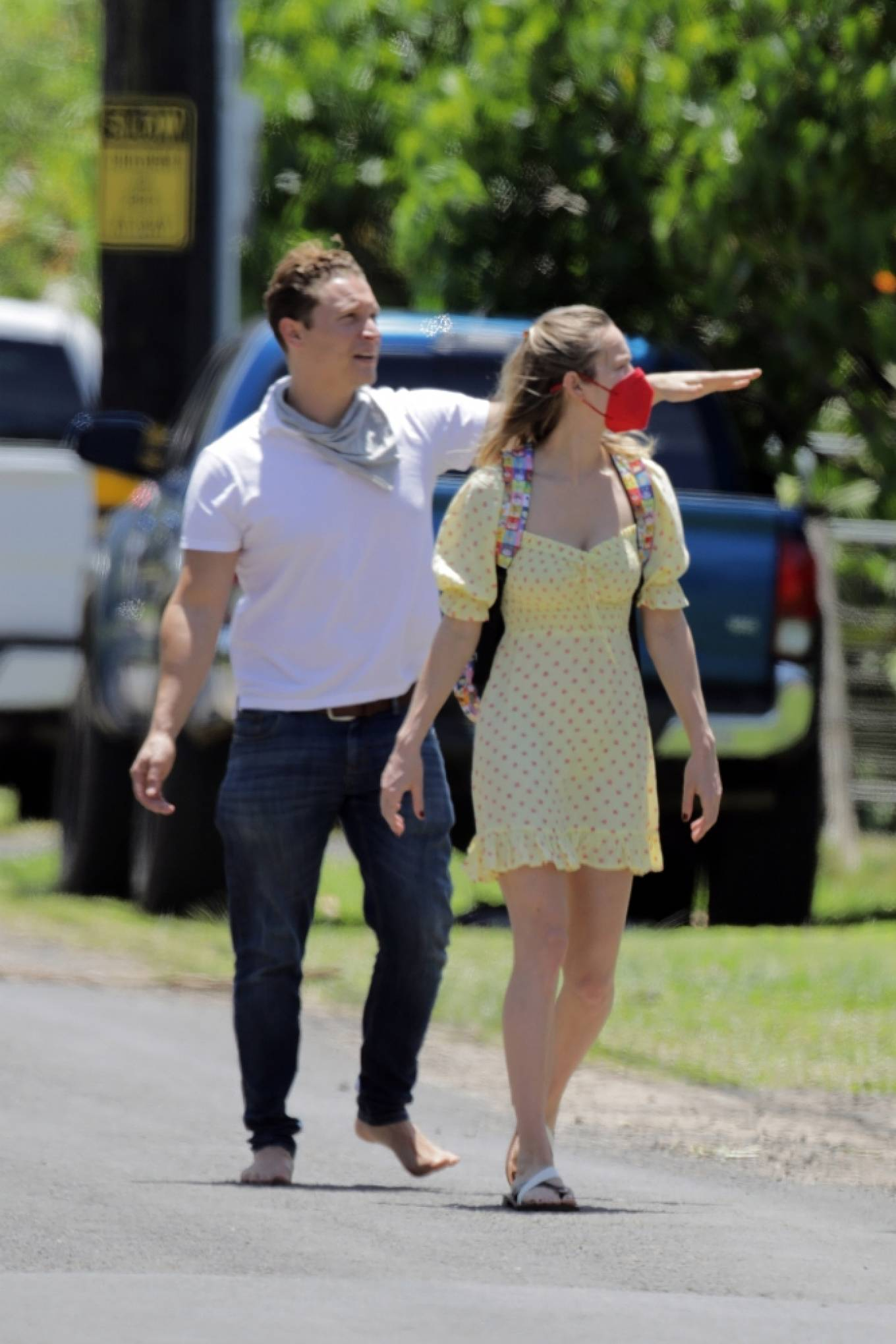 Brie Larson 2021 : Brie Larson – Tours a couple of homes for sale in Hawaii-01