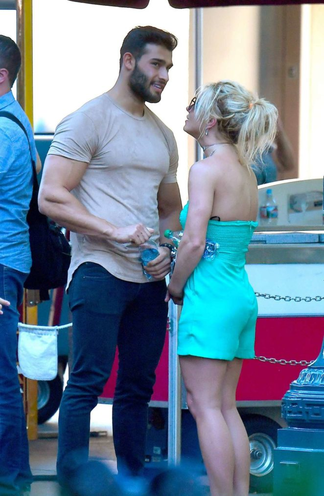 How is britney spears dating anyone