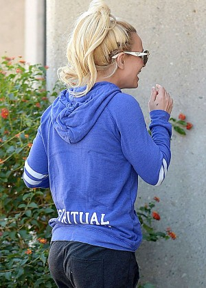 Britney Spears - Arrives at dance studio in Calabasas