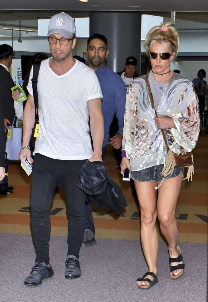 Britney Spears - Arrives at Narita International Airport