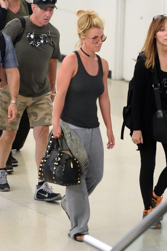 Britney Spears at Newark Airport -03