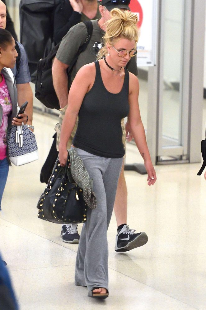 Britney Spears at Newark Airport -04