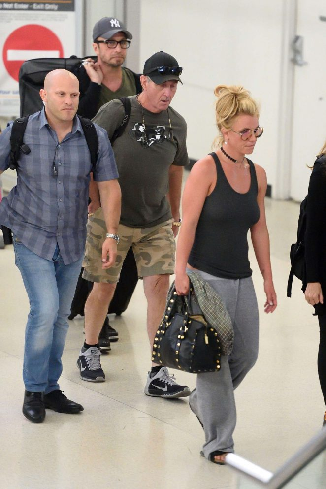 Britney Spears at Newark Airport -07
