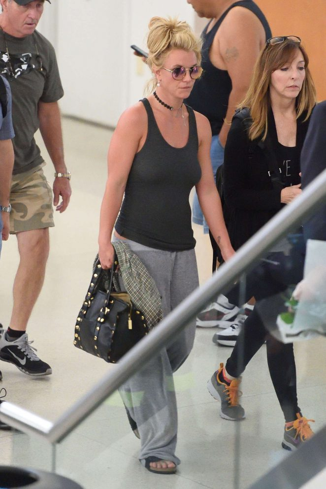 Britney Spears at Newark Airport -09