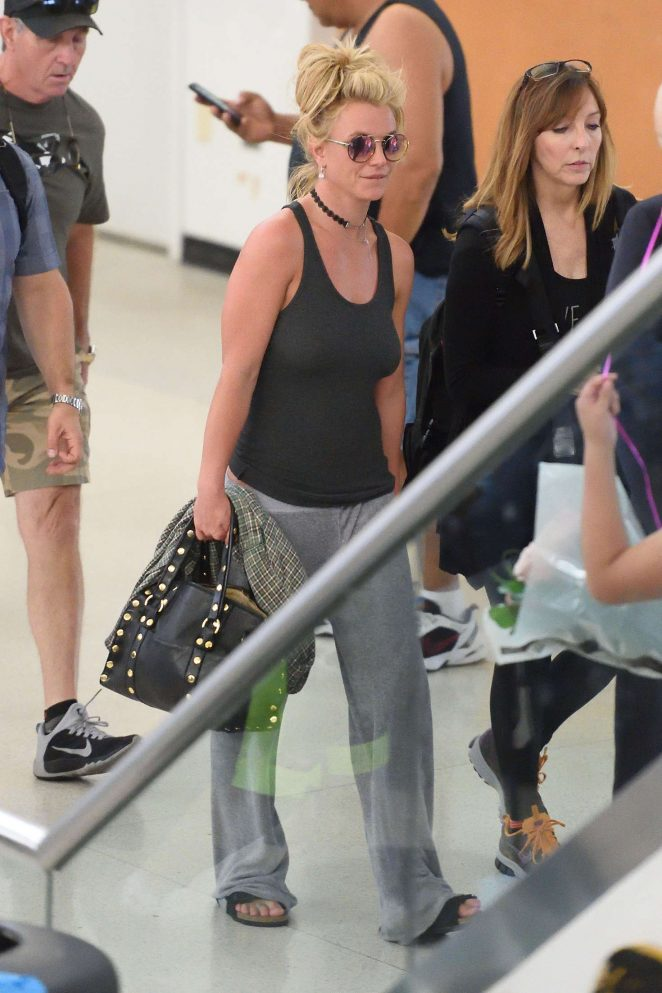 Britney Spears at Newark Airport -11