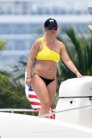 Britney Spears - Bikini candids on a Yacht in Miami