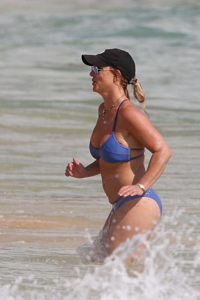 Britney-Spears-in-Blue-Bikini--25-662x99
