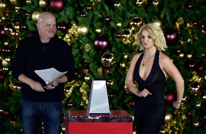 Britney Spears: Christmas Tree Lighting Ceremony LINQ Promenade -01