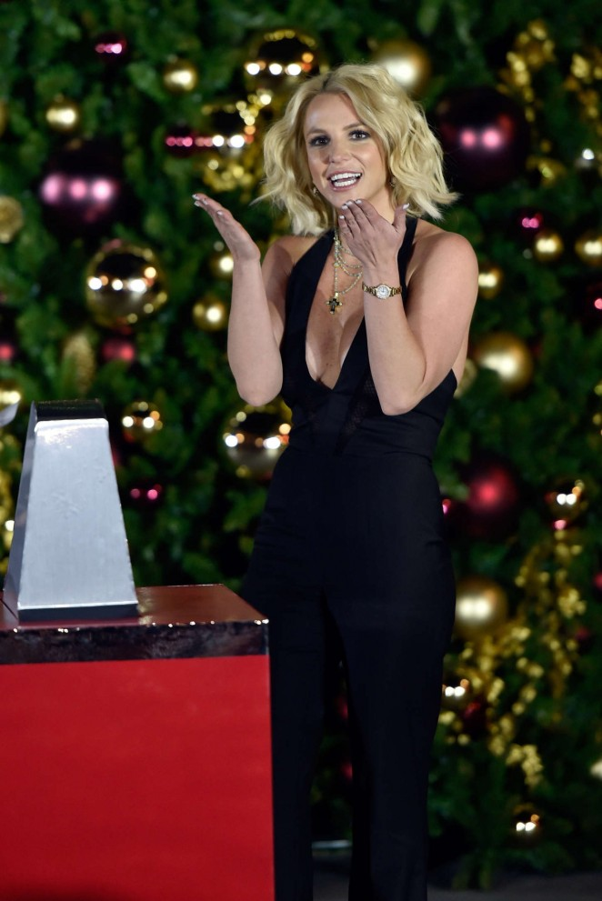 Britney Spears: Christmas Tree Lighting Ceremony LINQ Promenade -06