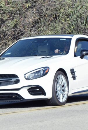 Britney Spears - Driving her white Mercedes