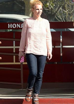 Britney Spears in Jeans at Honshu Sushi in Westlake Village
