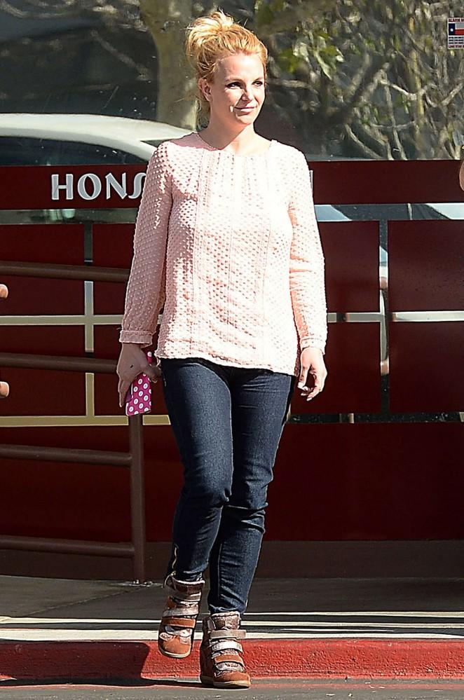 Britney Spears – Headed to Honshu Sushi in Westlake Village