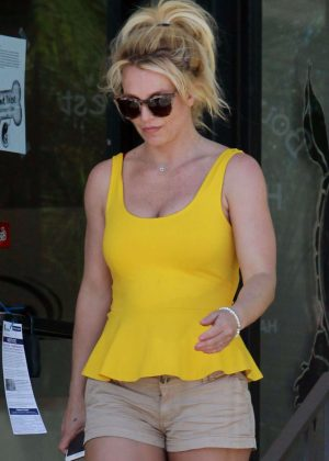 Britney Spears - Heads to a Tanning Salon in LA