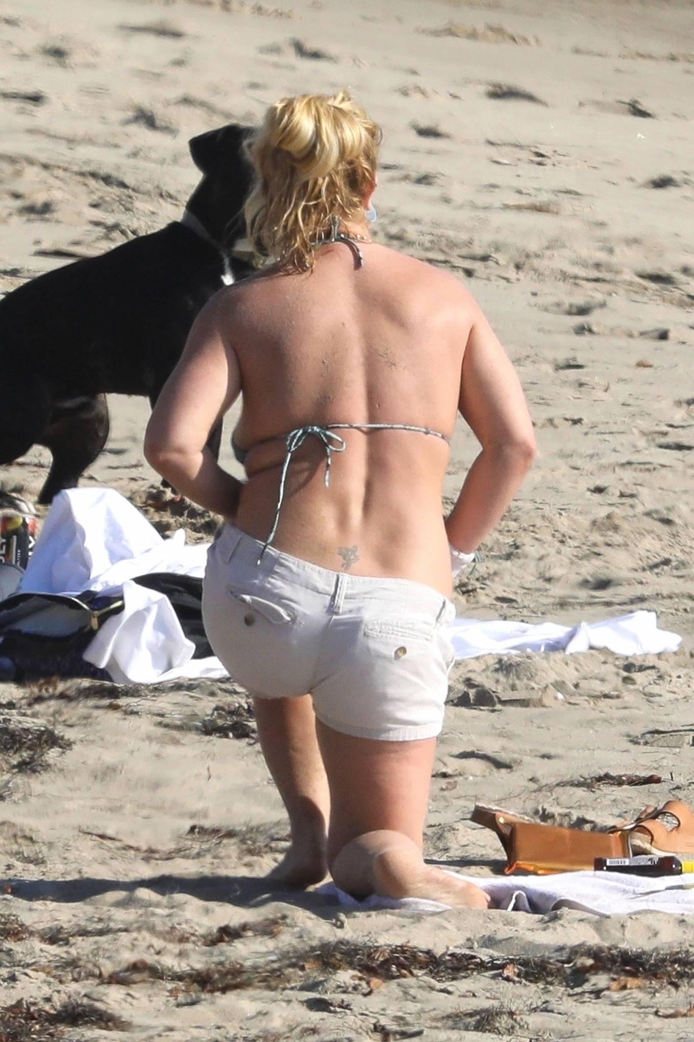 Uncategorized 2020 : Britney Spears – In Bikini at a Beach in Malibu-03