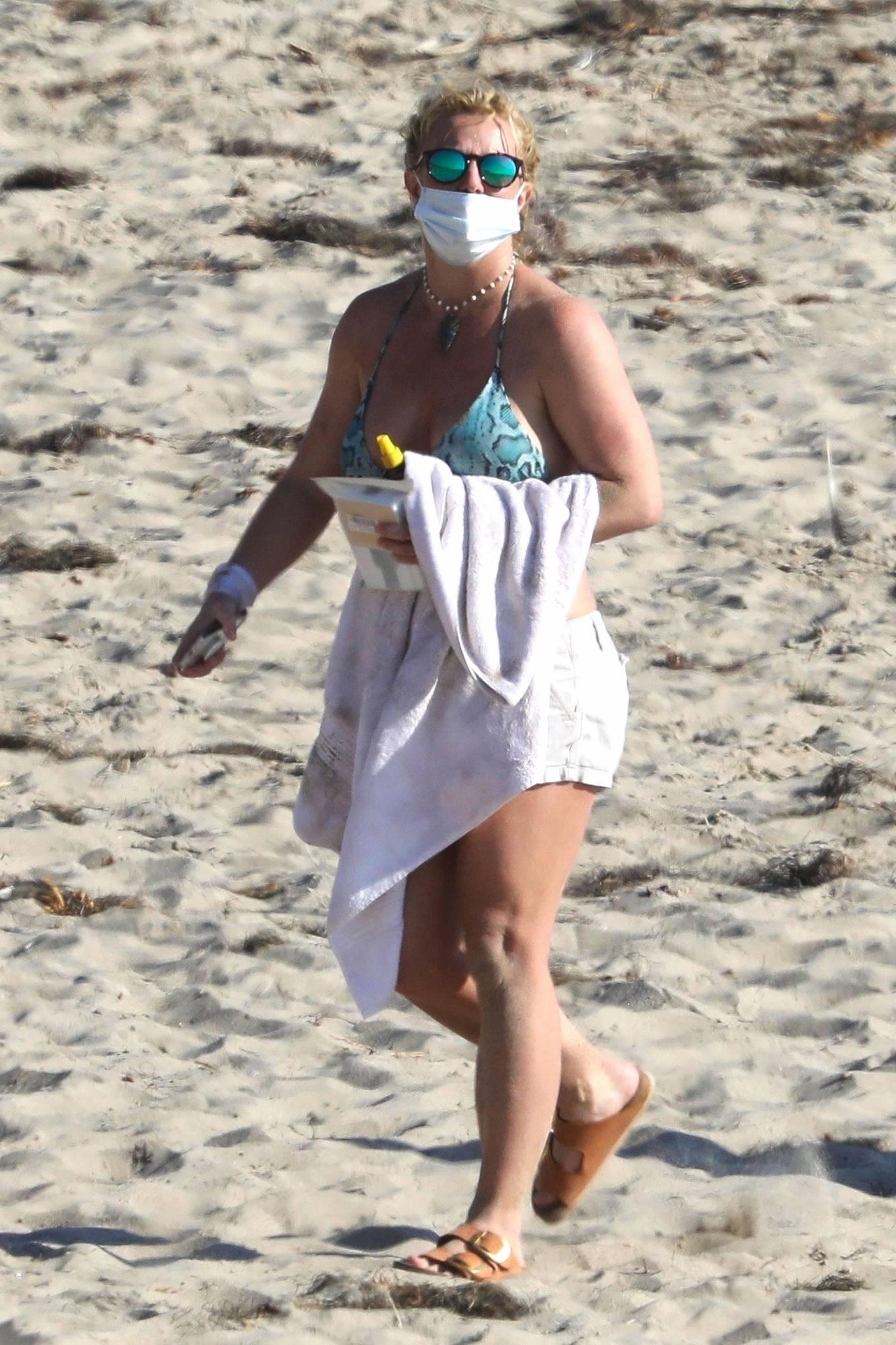Uncategorized 2020 : Britney Spears – In Bikini at a Beach in Malibu-07
