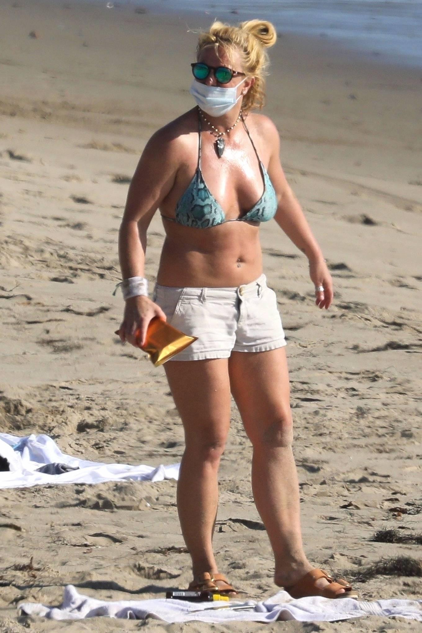 Uncategorized 2020 : Britney Spears – In Bikini at a Beach in Malibu-10