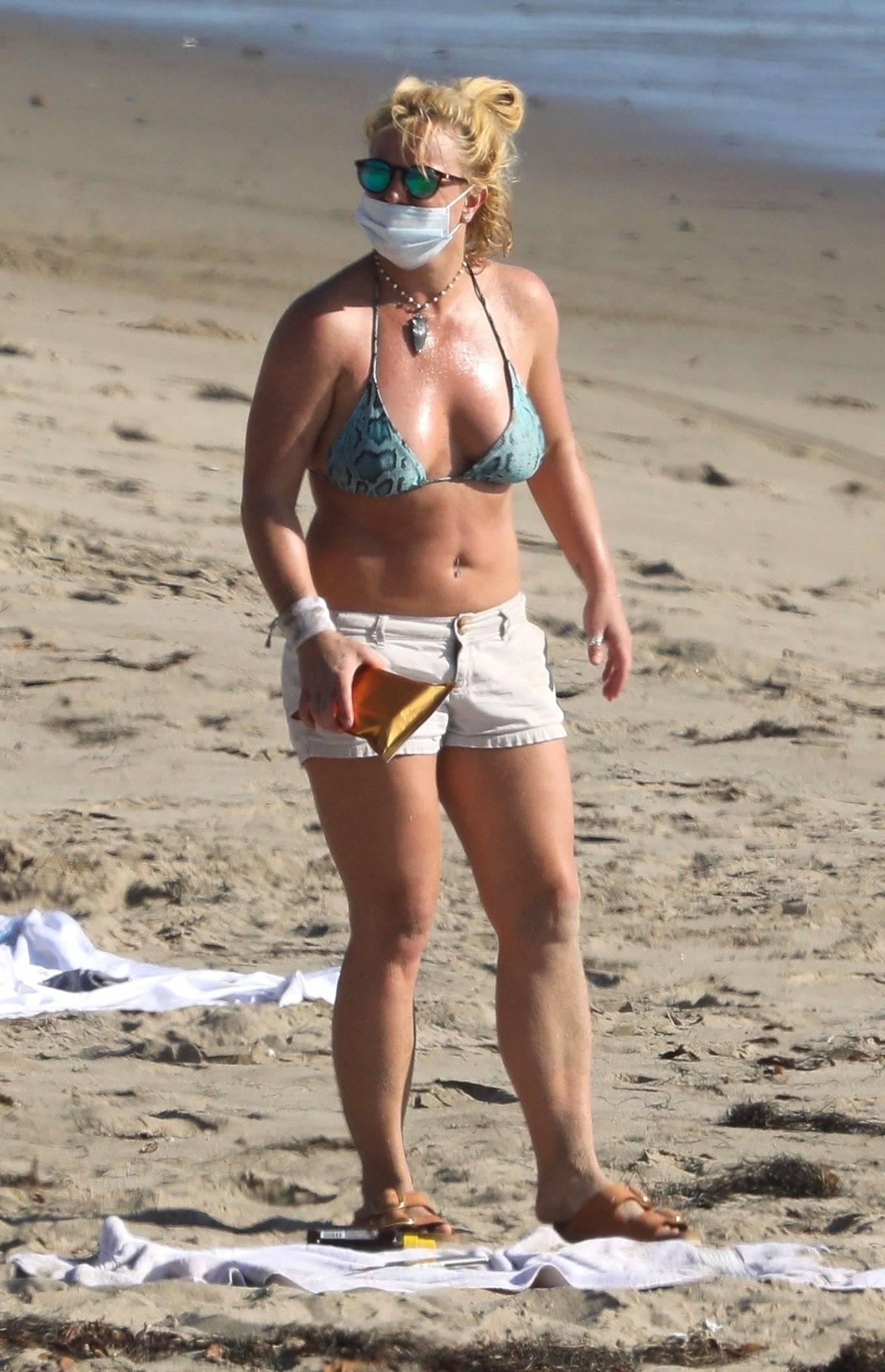 Uncategorized 2020 : Britney Spears – In Bikini at a Beach in Malibu-41