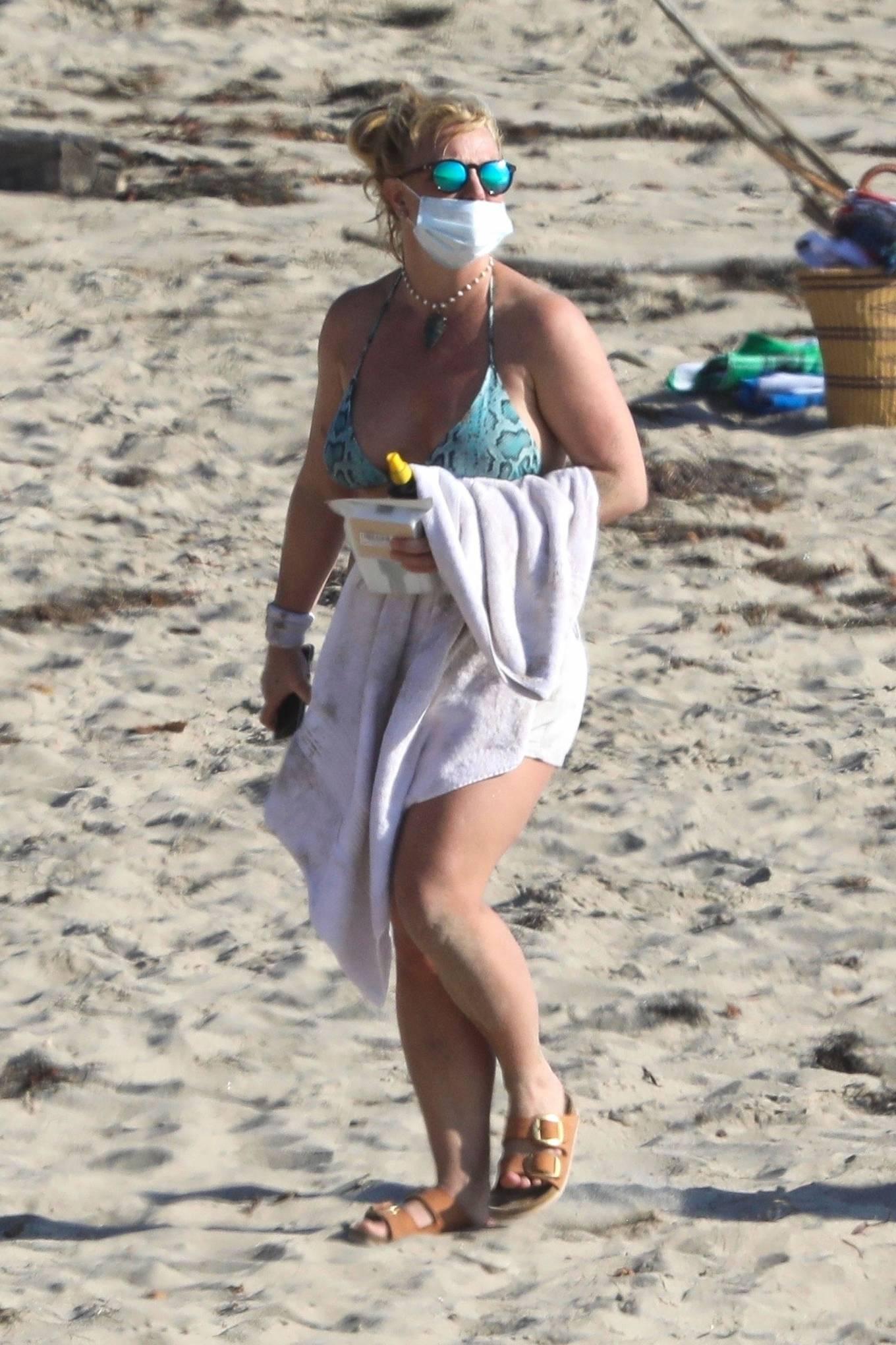 Uncategorized 2020 : Britney Spears – In Bikini at a Beach in Malibu-43