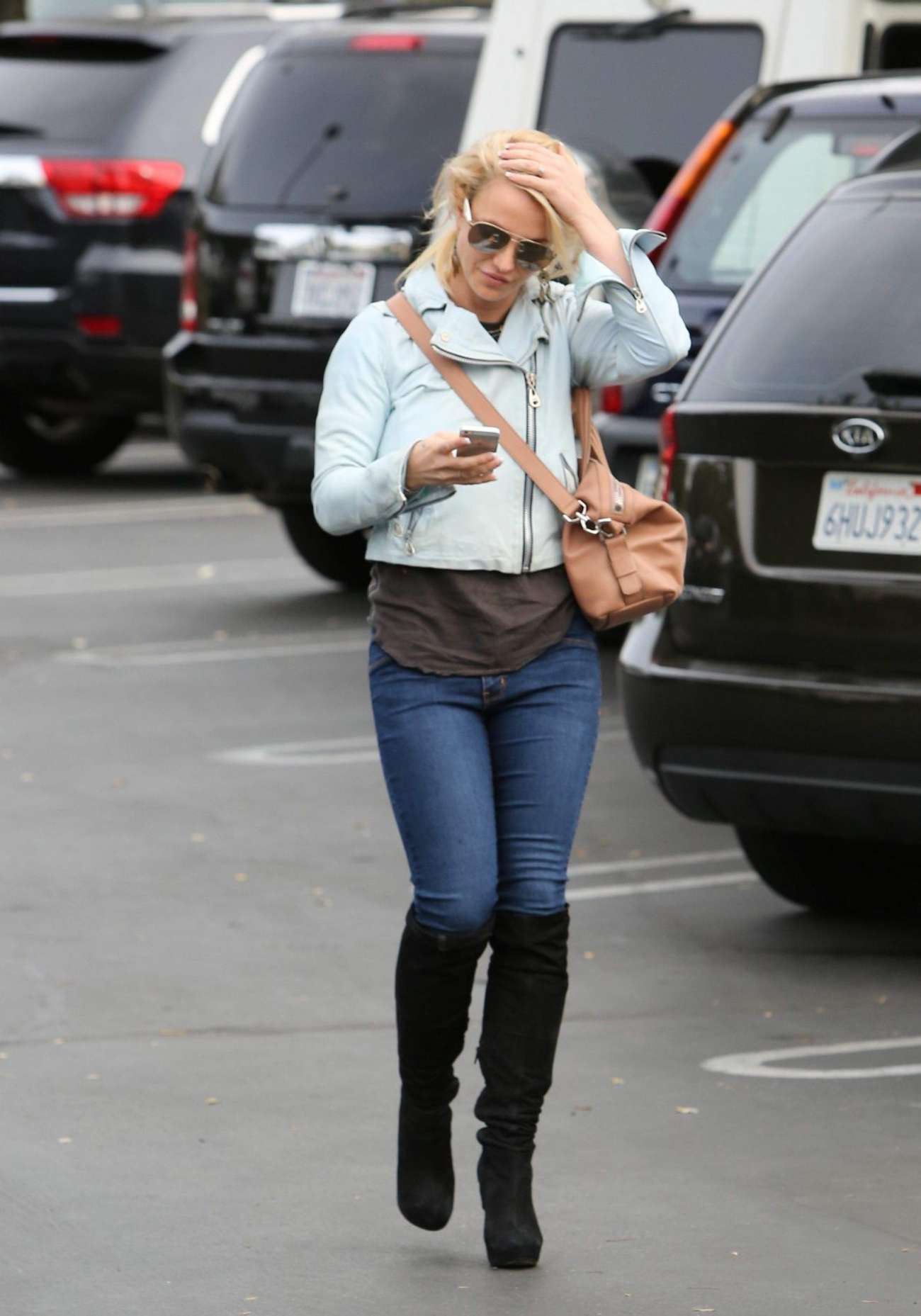 Britney Spears in Jeans Out in Los Angeles – GotCeleb бритни спирс сейчас