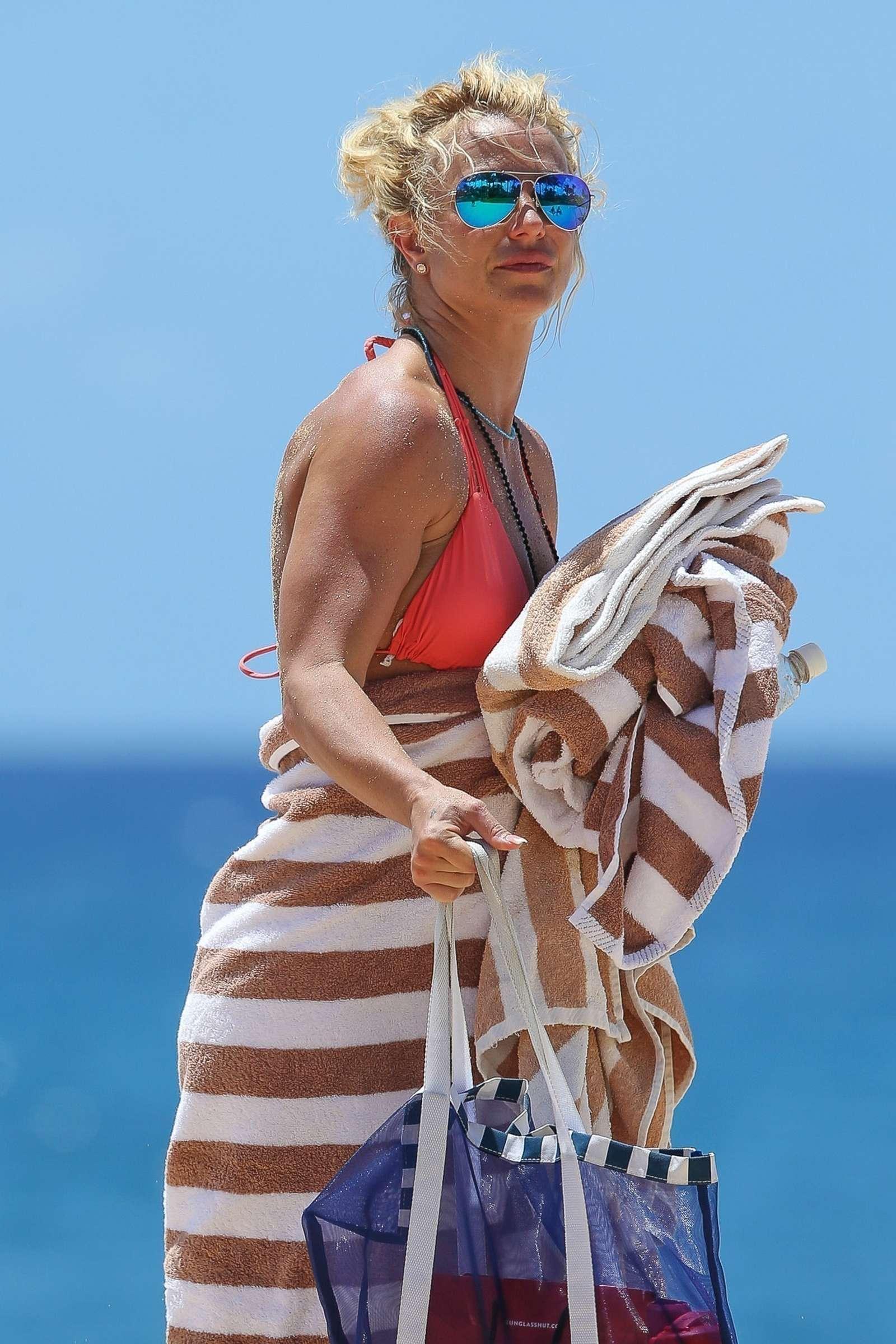 Britney Spears in orange bikini 2017 -15 | GotCeleb